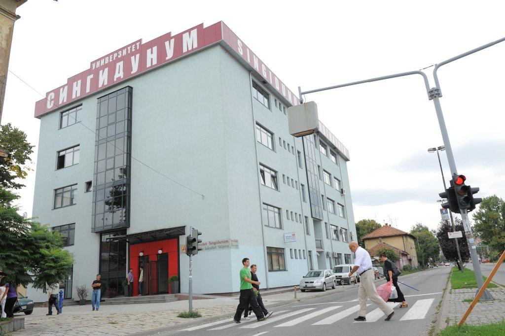 Zgrada spolja 2